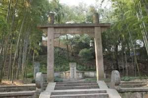 Archway to the tomb of Niu Gao, Hangzhou, China