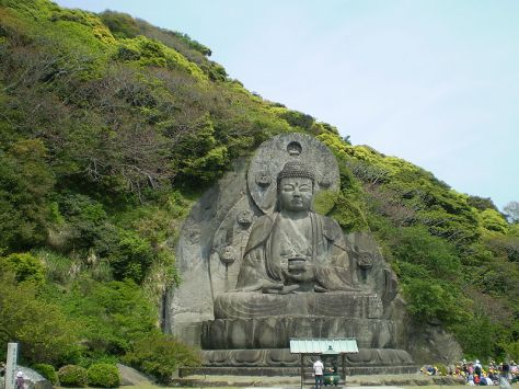 Daibutsu statue on Nokogiri Mountain in Chiba, Japan. Jingorō Eirei Ōno and his apprentices completed the sculpture in 1783. Photo: Wikimedia Commons
