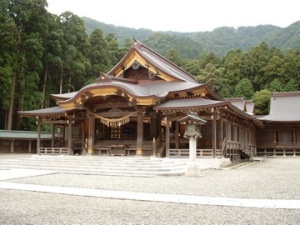 Yahiko Shrine in Niigata Prefecture source: Wikimedia Commons