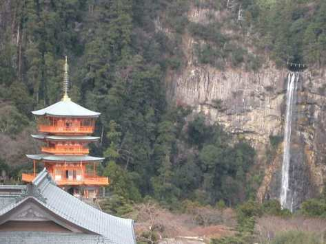 Seigantoji and Nachi falls. The great Kumano Sanzan complex also includes two Buddhist temples, Seiganto-ji and Fudarakusan-ji