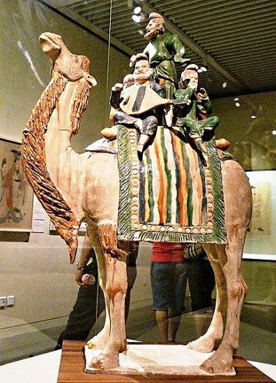 431px-Sancai-glazed_foreign_musicians_on_camel._723_CE