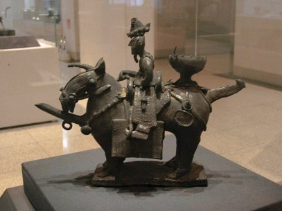 800px-Earthenware_Funerary_Objects_in_the_Shape_of_a_Warrior_on_Horseback_도기_기마인물형_명기_07